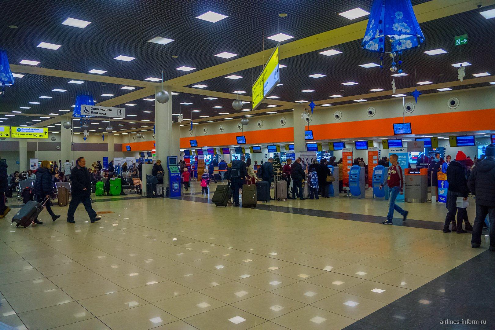Зал регистрации в терминале Е аэропорта Москва Шереметьево