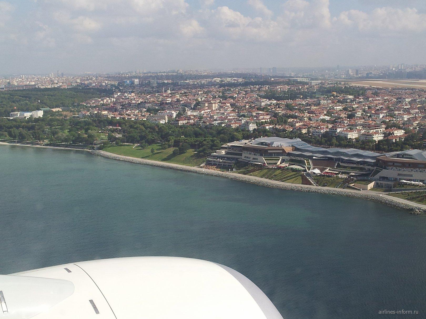 Вид на Стамбул перед посадкой в аэропорту имени Ататюрка