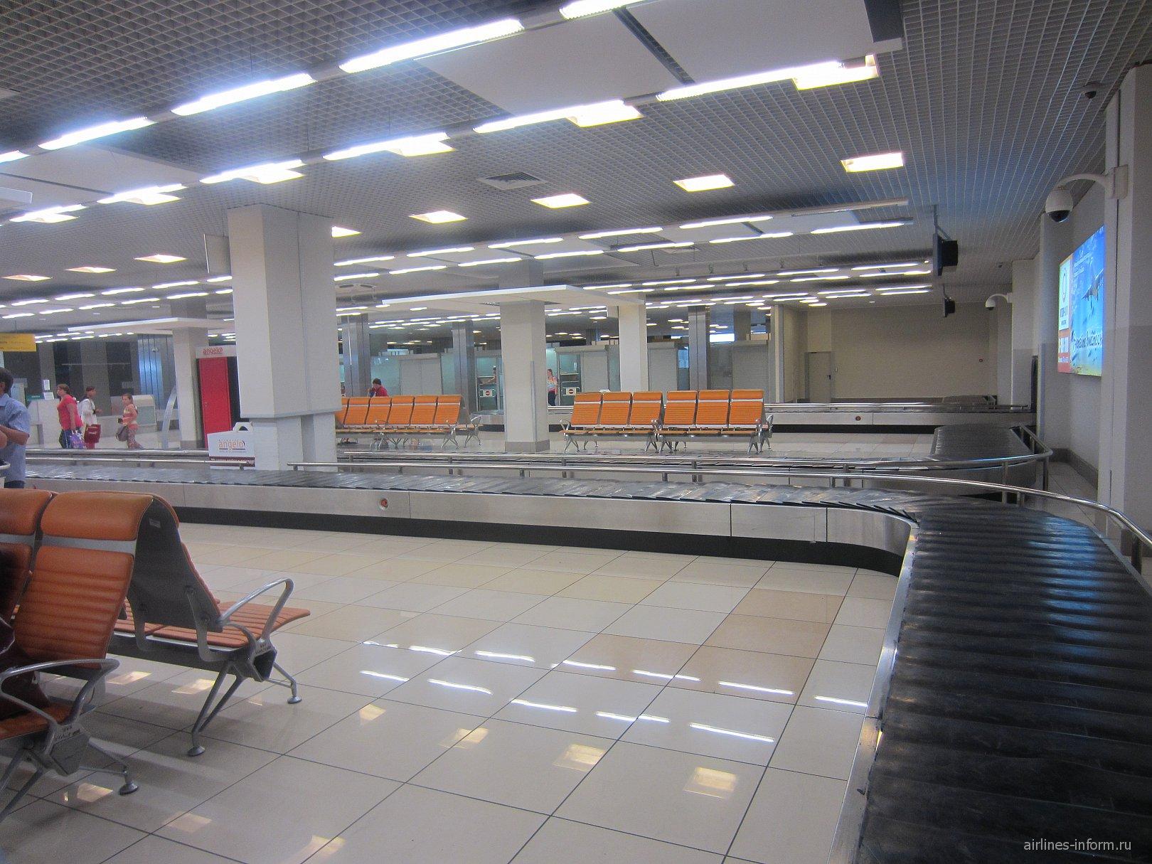 Зал выдачи багажа в Терминале B аэропорта Кольцово