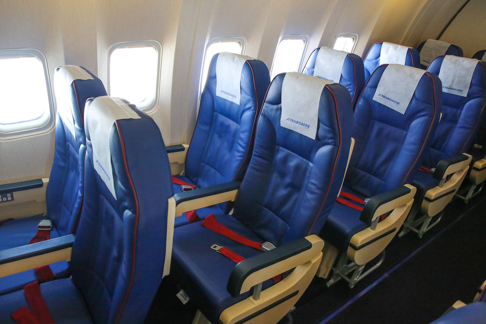 Пассажирский салон самолета Боинг-767-300 Трансаэро
