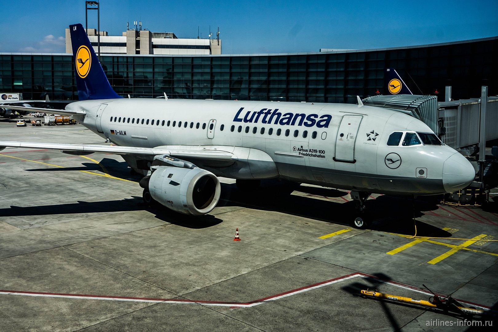 Airbus A319 авиакомпании Lufthansa в аэропорту Франкфурта