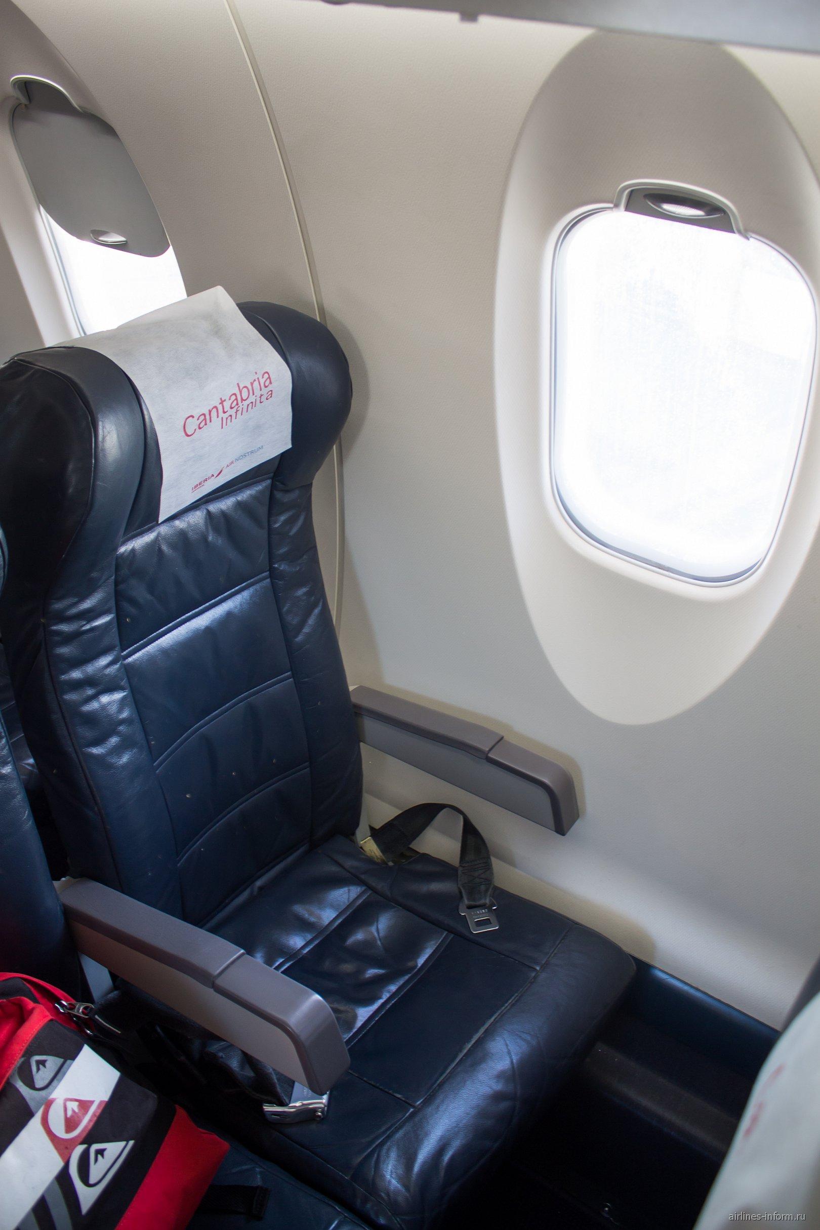 Пассажирское кресло в самолете CRJ-1000 авиакомпании Air Nostrum