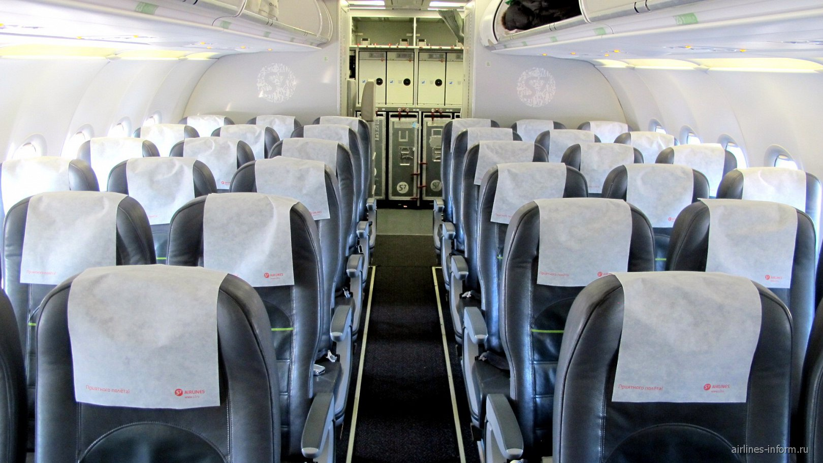 Салон самолета Airbus A320 авиакомпании S7 Airlines