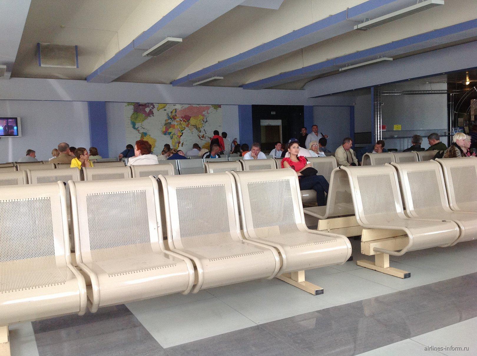 Зал ожидания в чистой зоне аэропорта Сокол в Магадане