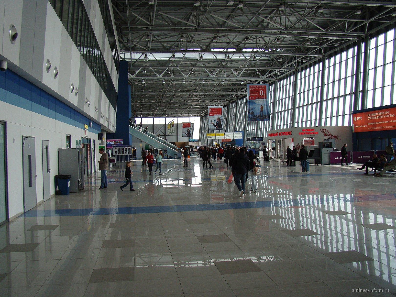 В пассажирском терминале аэропорта Кневичи во Владивостоке