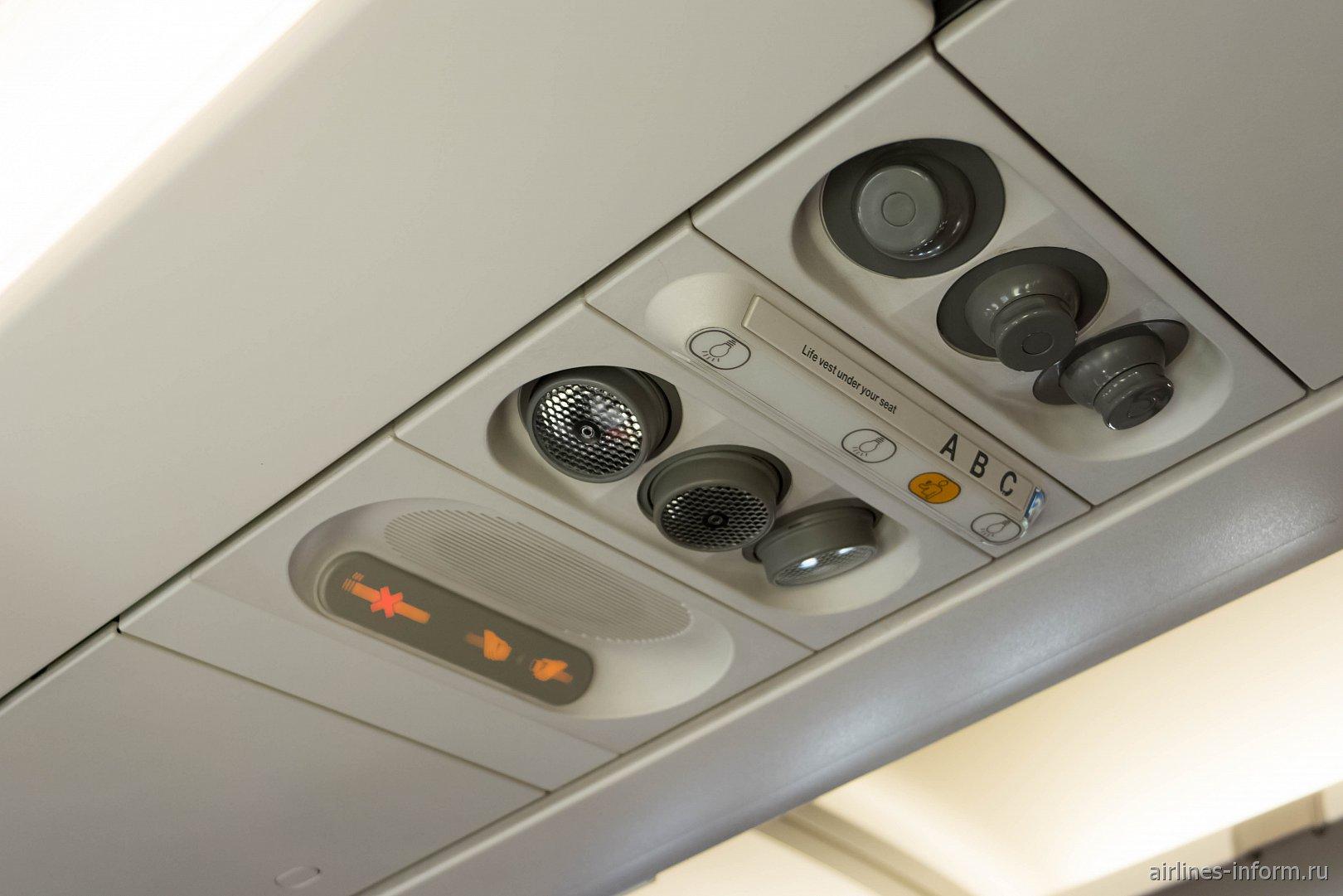 Верхняя панель в самолете А320 производства до 2004 года