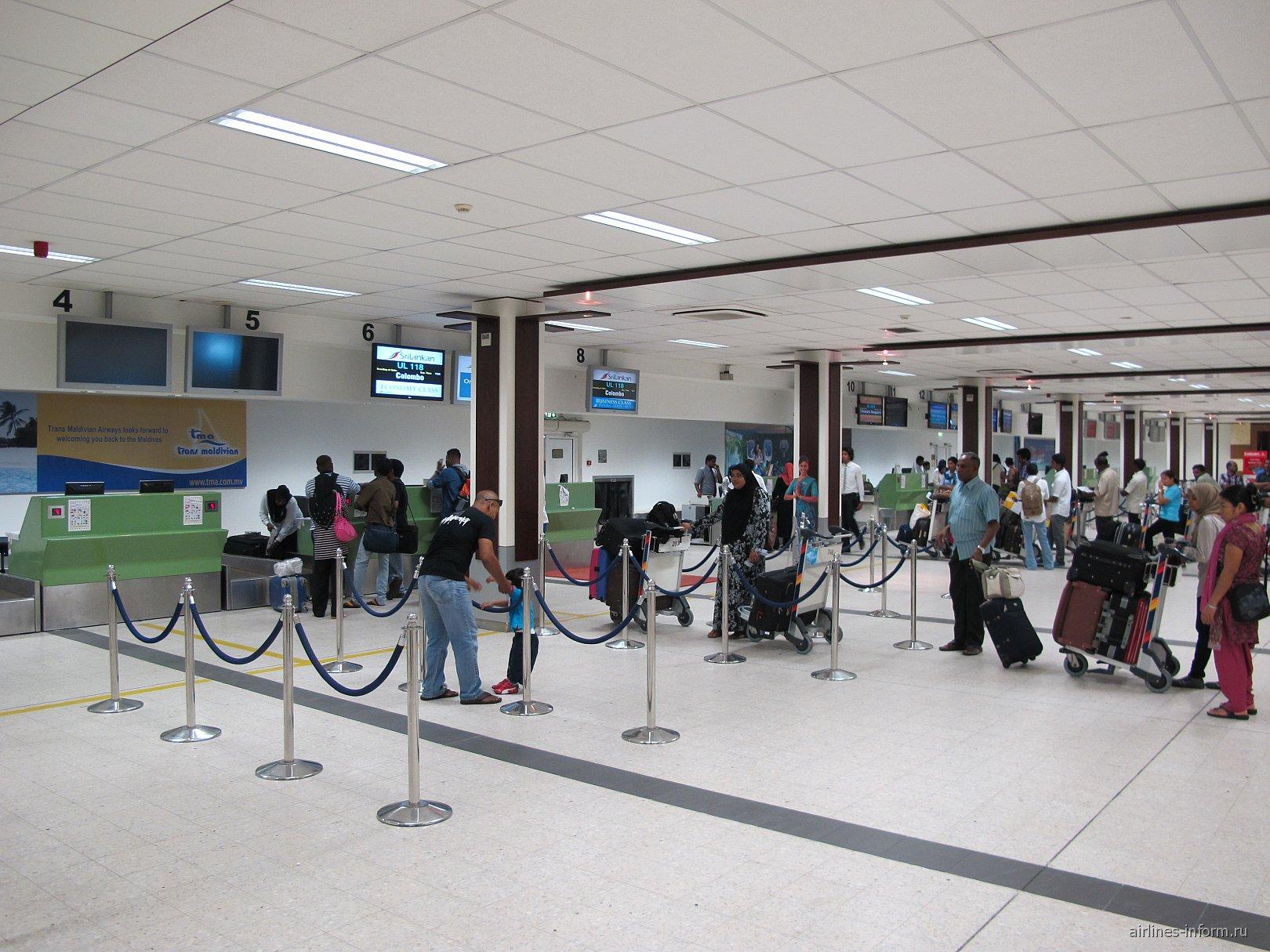 Стойки регистрации в аэропорту Мале