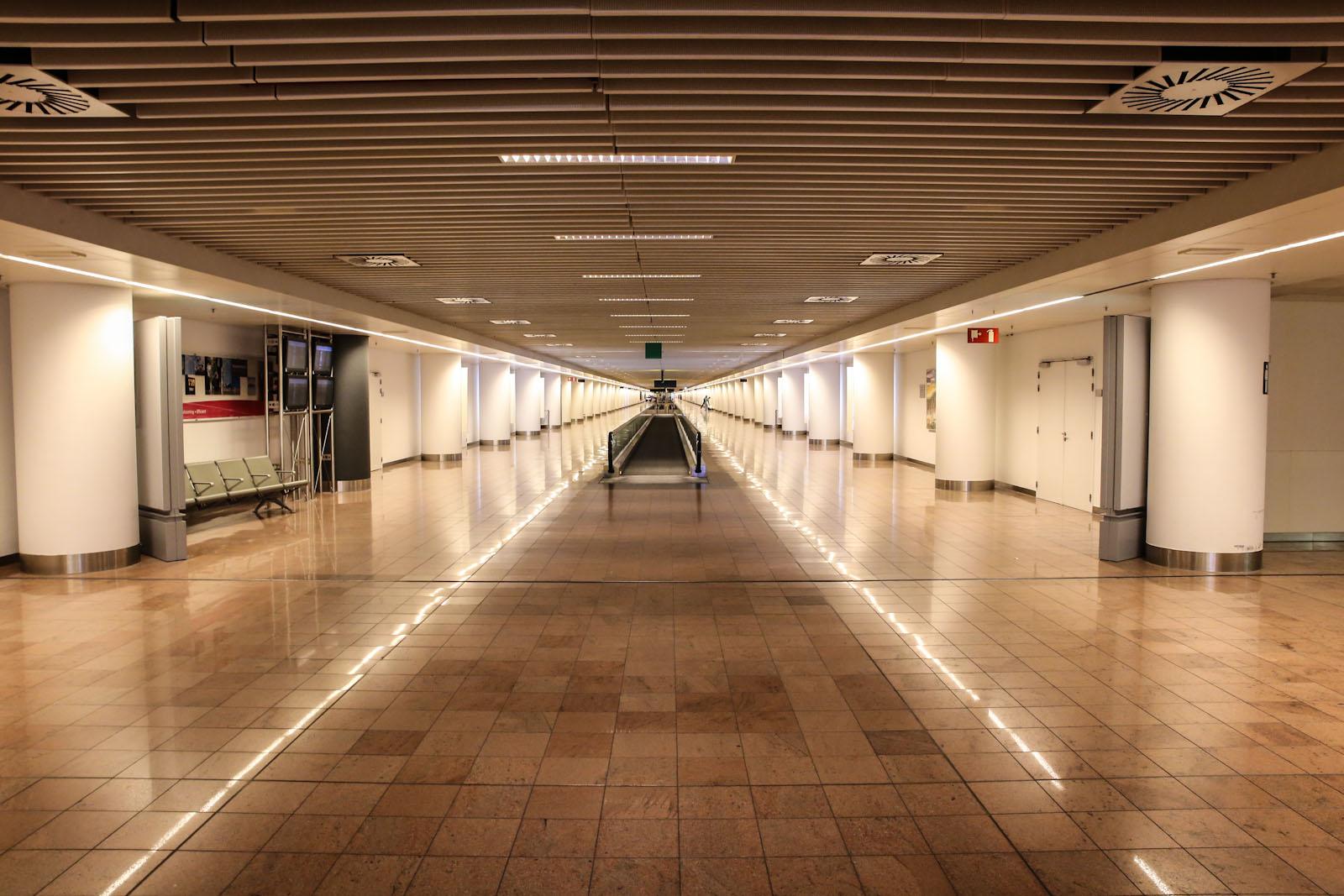 Переход в пирсе B аэропорта Брюссель