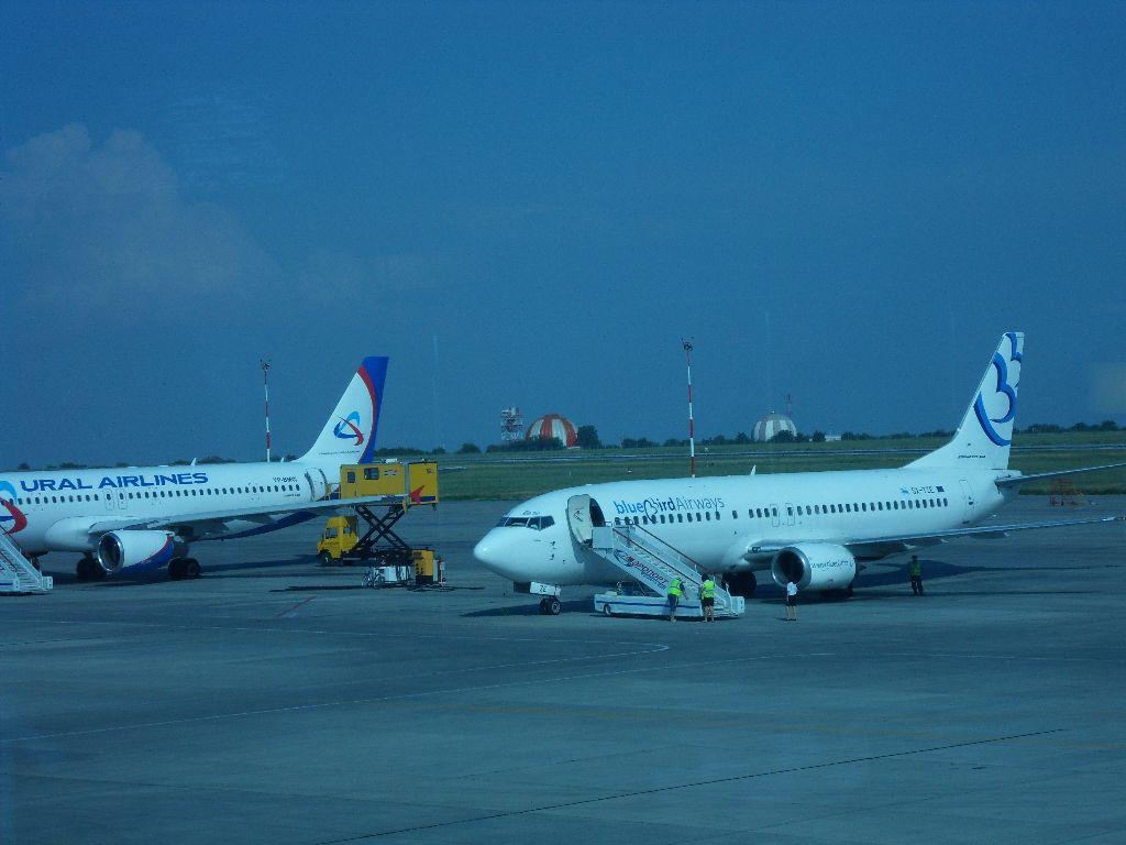 Боинг-737-400 авиакомпании Blue Bird в аэропорту Ростова-на-Дону
