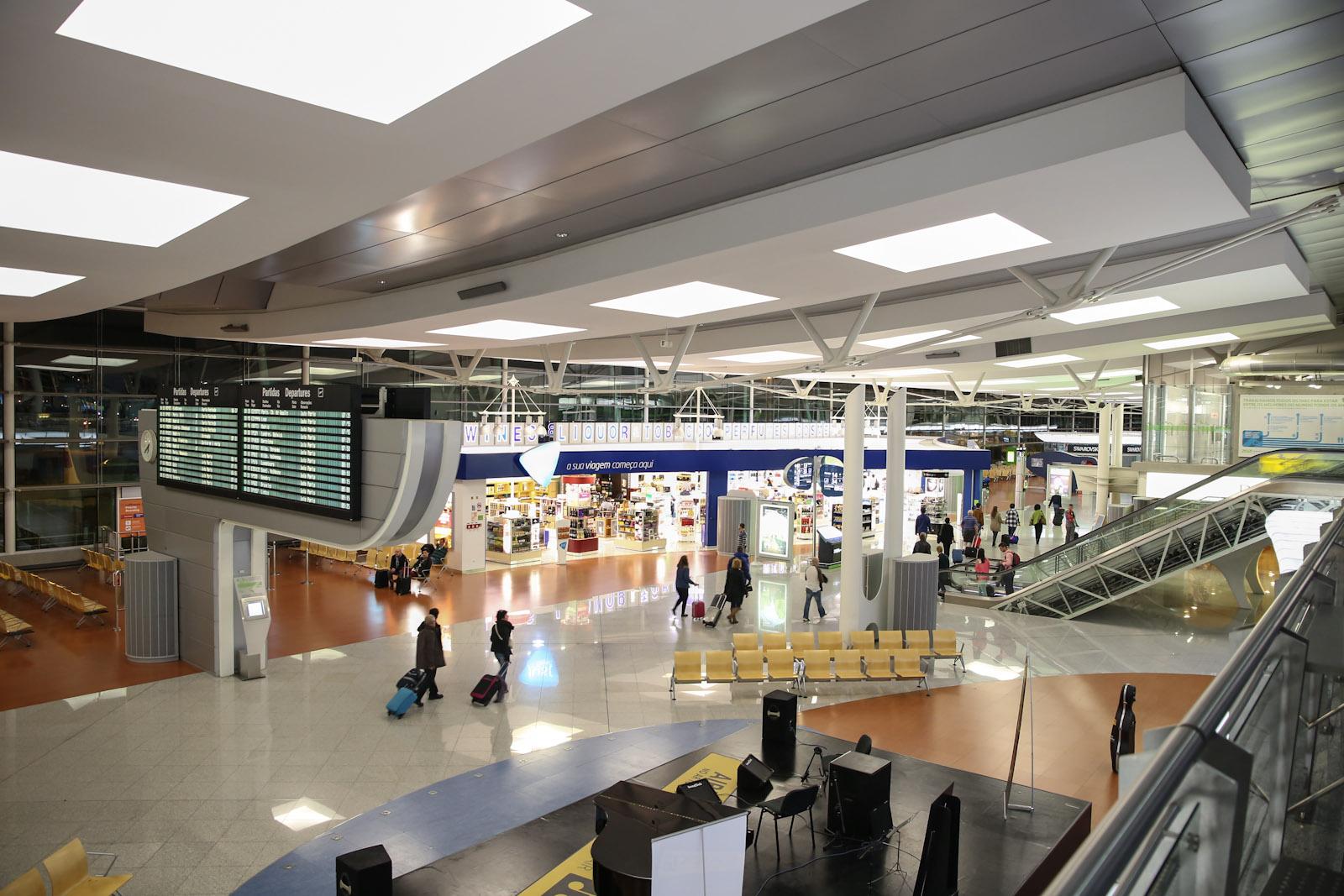 Чистая зона в аэропорту Порту Франциско Корнейро
