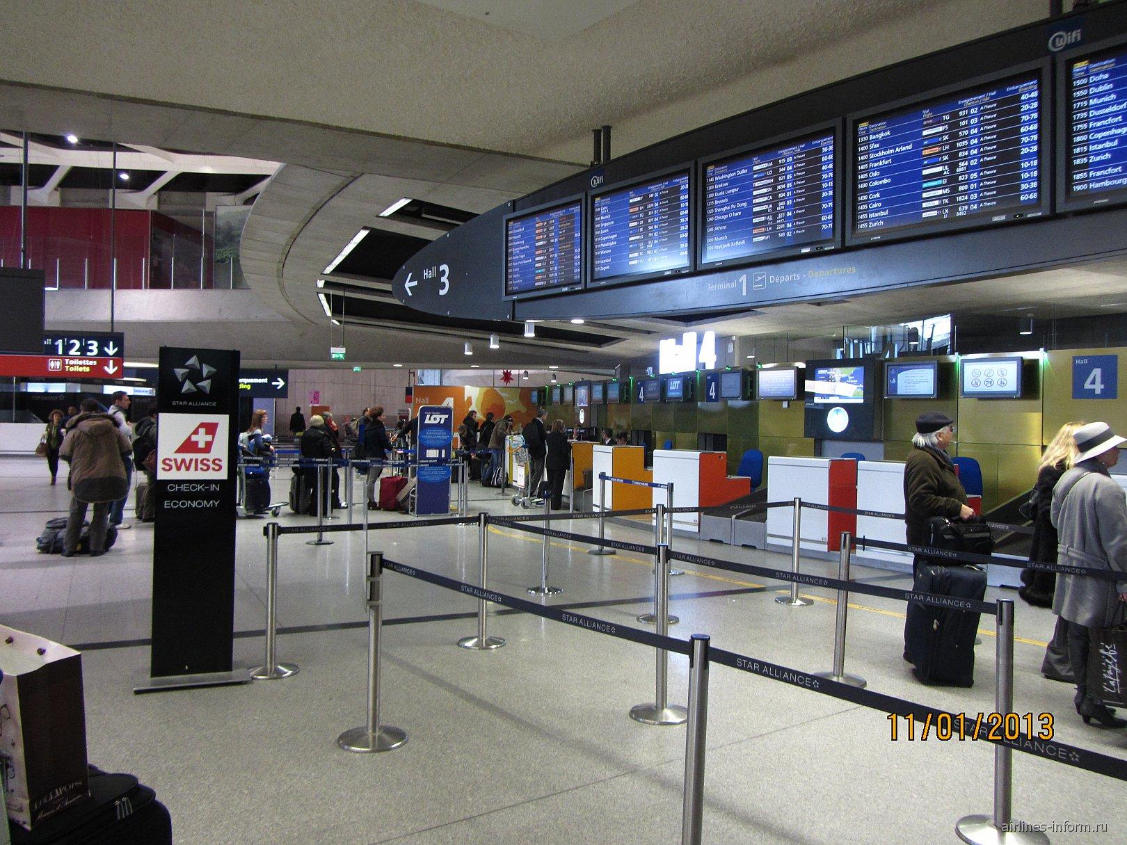 Стойки регистрации в Терминале 1 аэропорта Париж Шарль-де-Голль