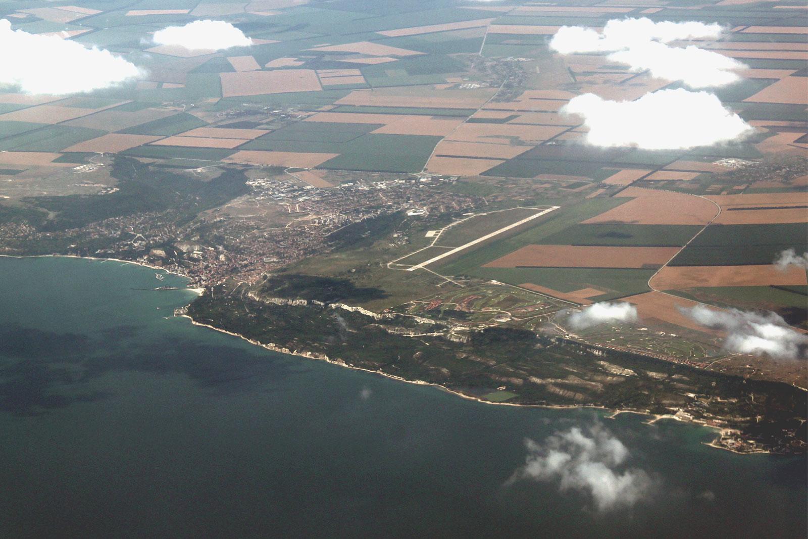 Город Балчик и военный аэродром рядом с ним