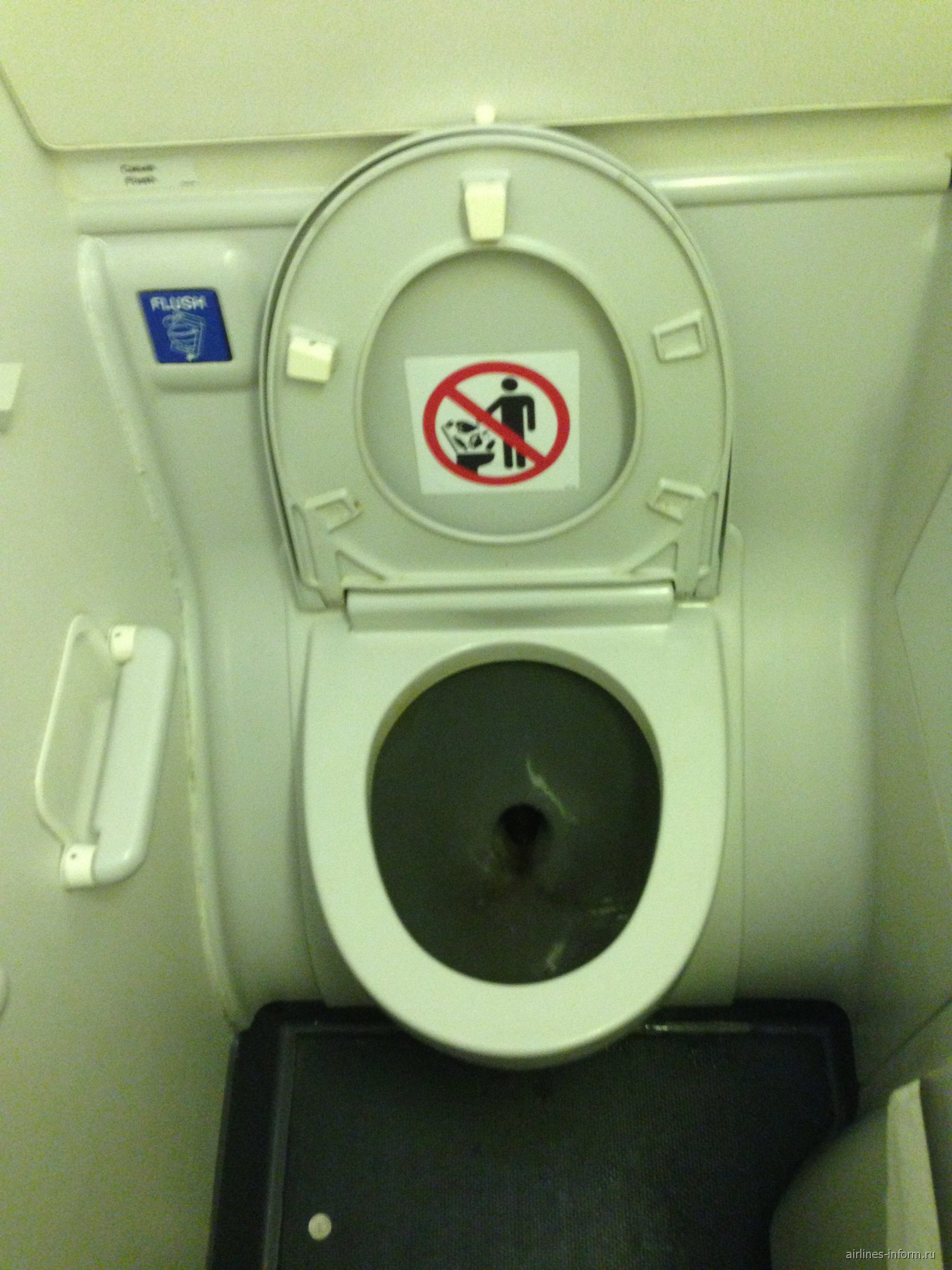 Туалет в самолете Боинг-737-800 авиакомпании Трансаэро