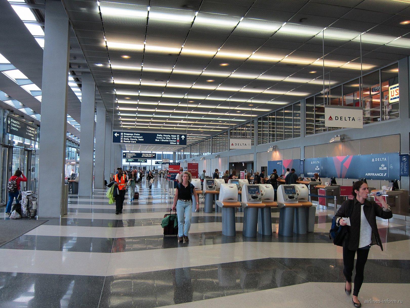 Стойки регистрации Delta Air Lines в терминале 2 аэропорта Чикаго О'Хара