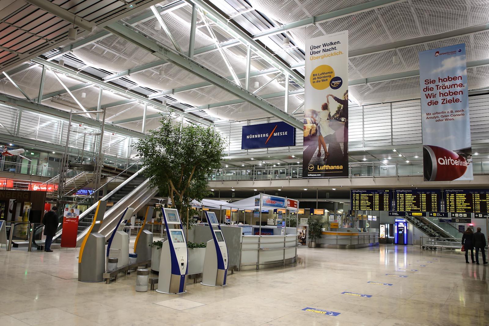 Общий зал в аэровокзале аэропорта Нюрнберг