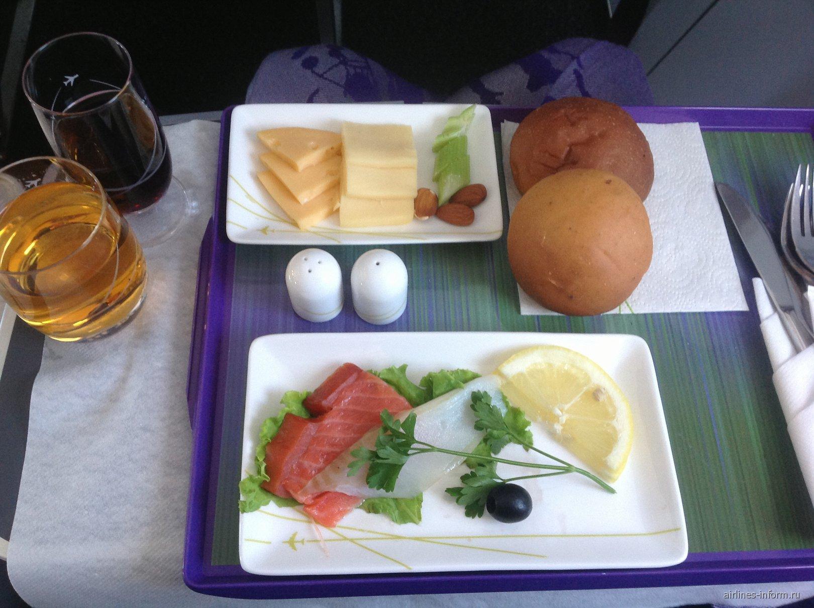 Холодные закуски в бизнес-классе S7 Airlines на рейсе Петропавловск-Камчатский-Хабаровск