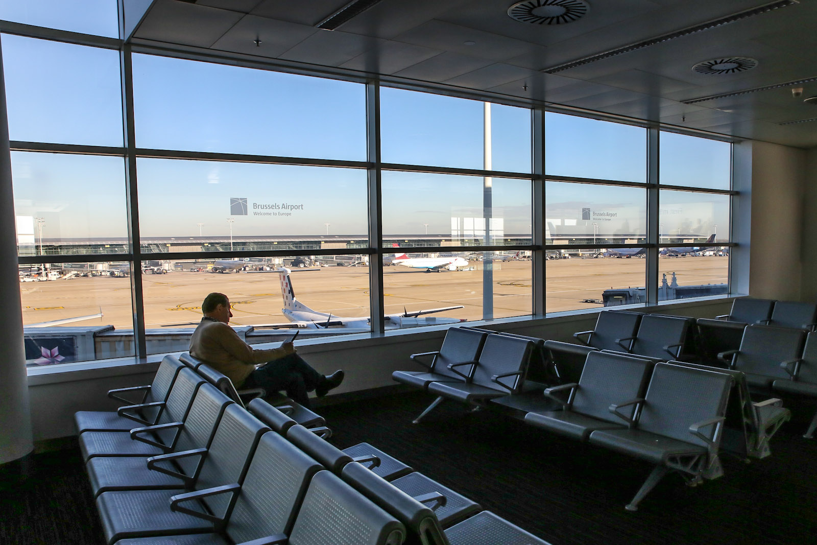 Зал ожидания зоне вылета пирса B аэропорта Брюссель