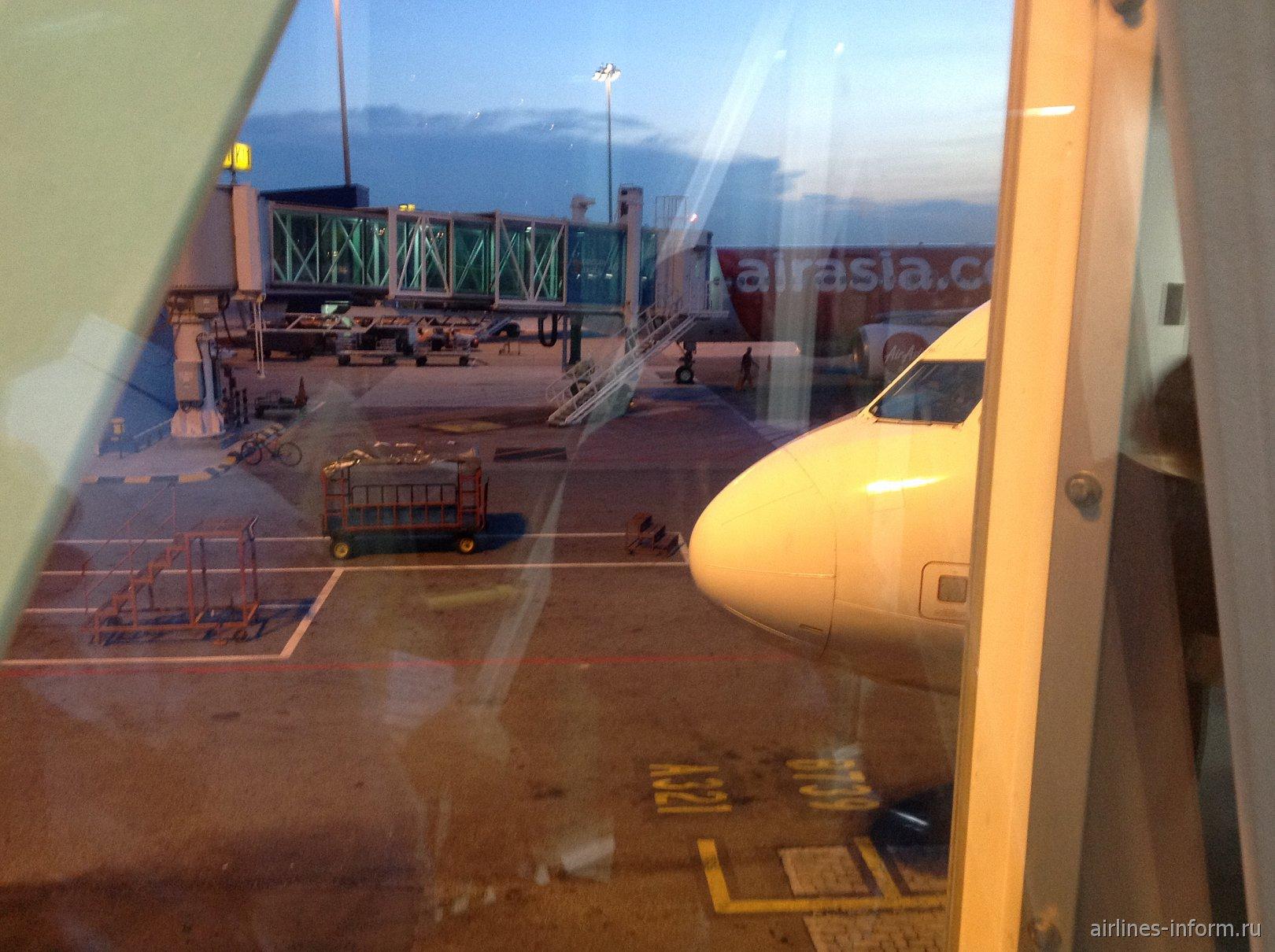 Под крыльями Евразии. Часть 5 - в Сингапур по безвизовому 96 часовому транзиту с Air Asia на  Airbus A320: KUL - SIN