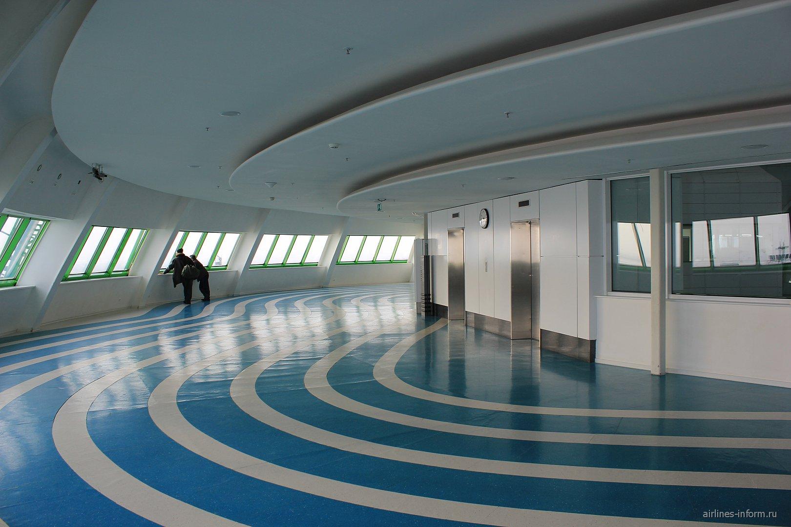 Обзорная площадка на 5-м этаже аэровокзала аэропорта Астана