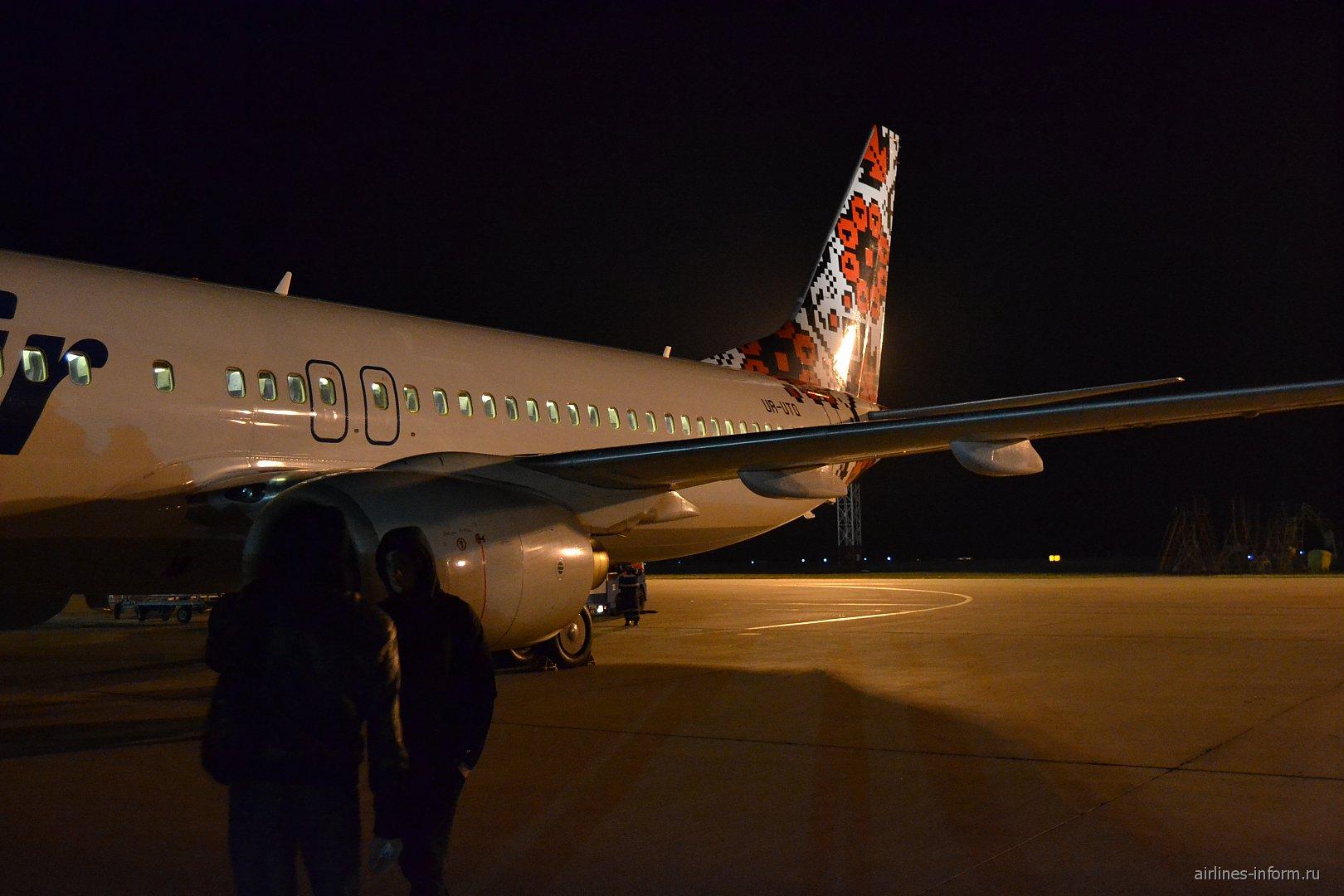 Боинг-737-800 авиакомпании UTair Ukraine