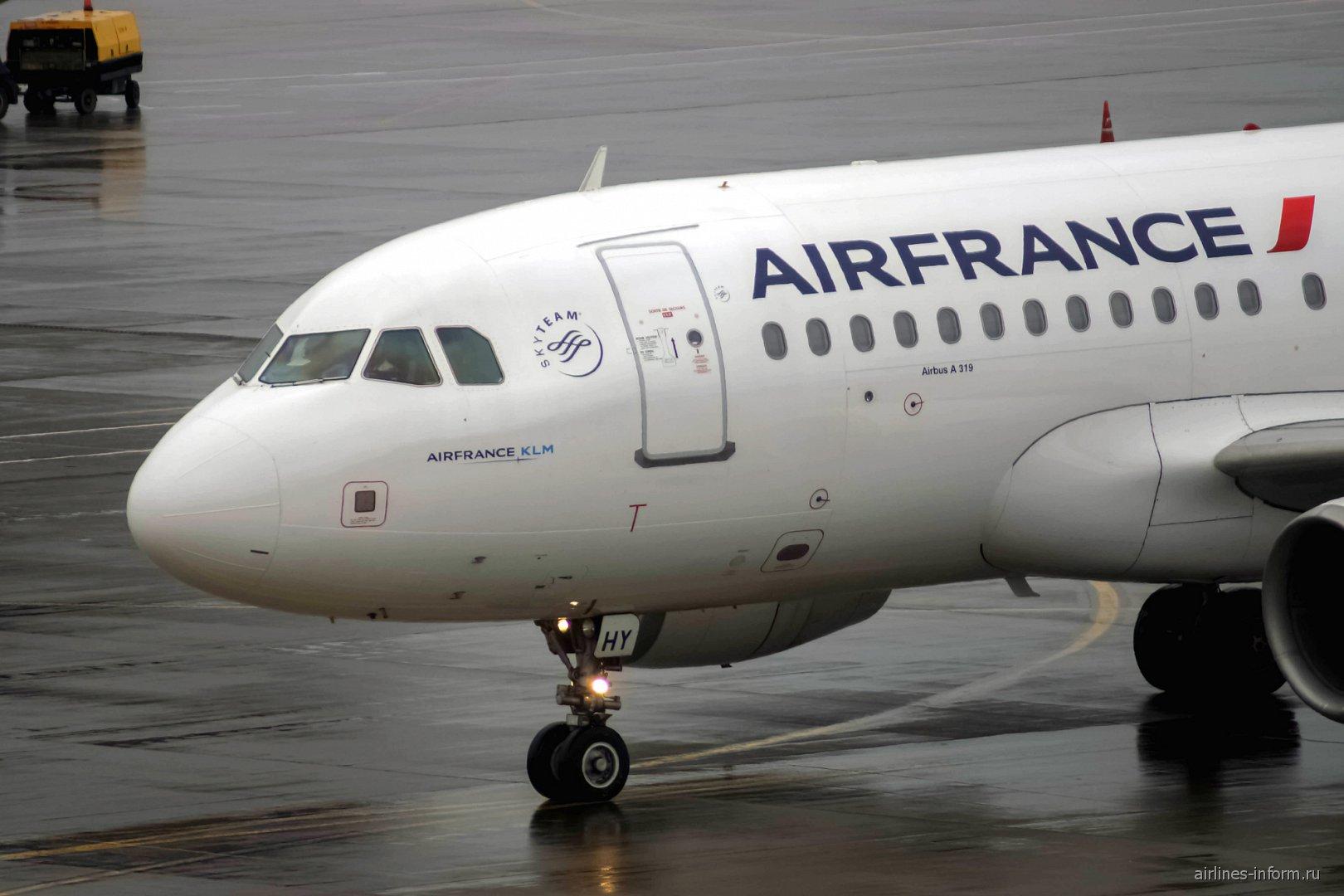Airbus A319 авиакомпании Air France в аэропорту Шереметьево