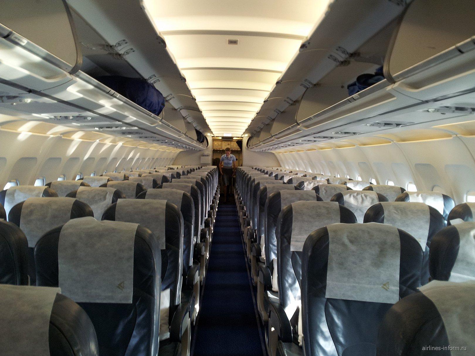 Салон самолета Airbus A320 P4-TAS авиакомпании Air Astana