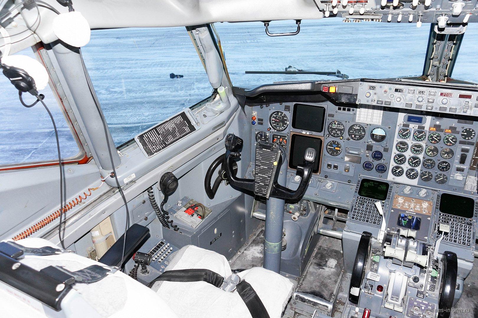 Место командира ВС в самолете Боинг-737-500