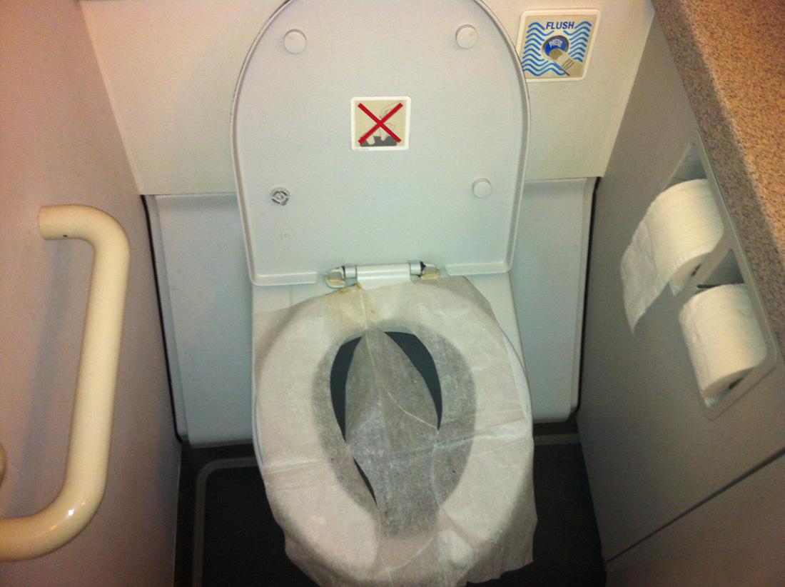 Туалет самолета Airbus A319 авиакомпании Bangkok Airways