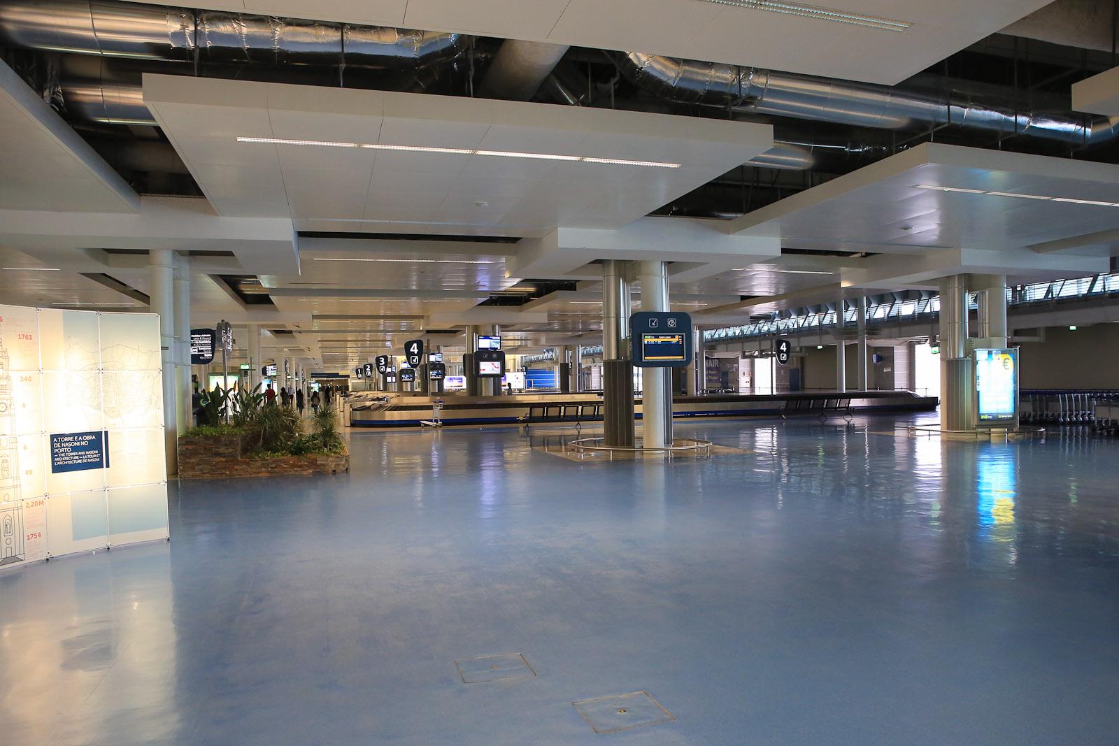 Зал выдачи багажа в аэропорту Порту