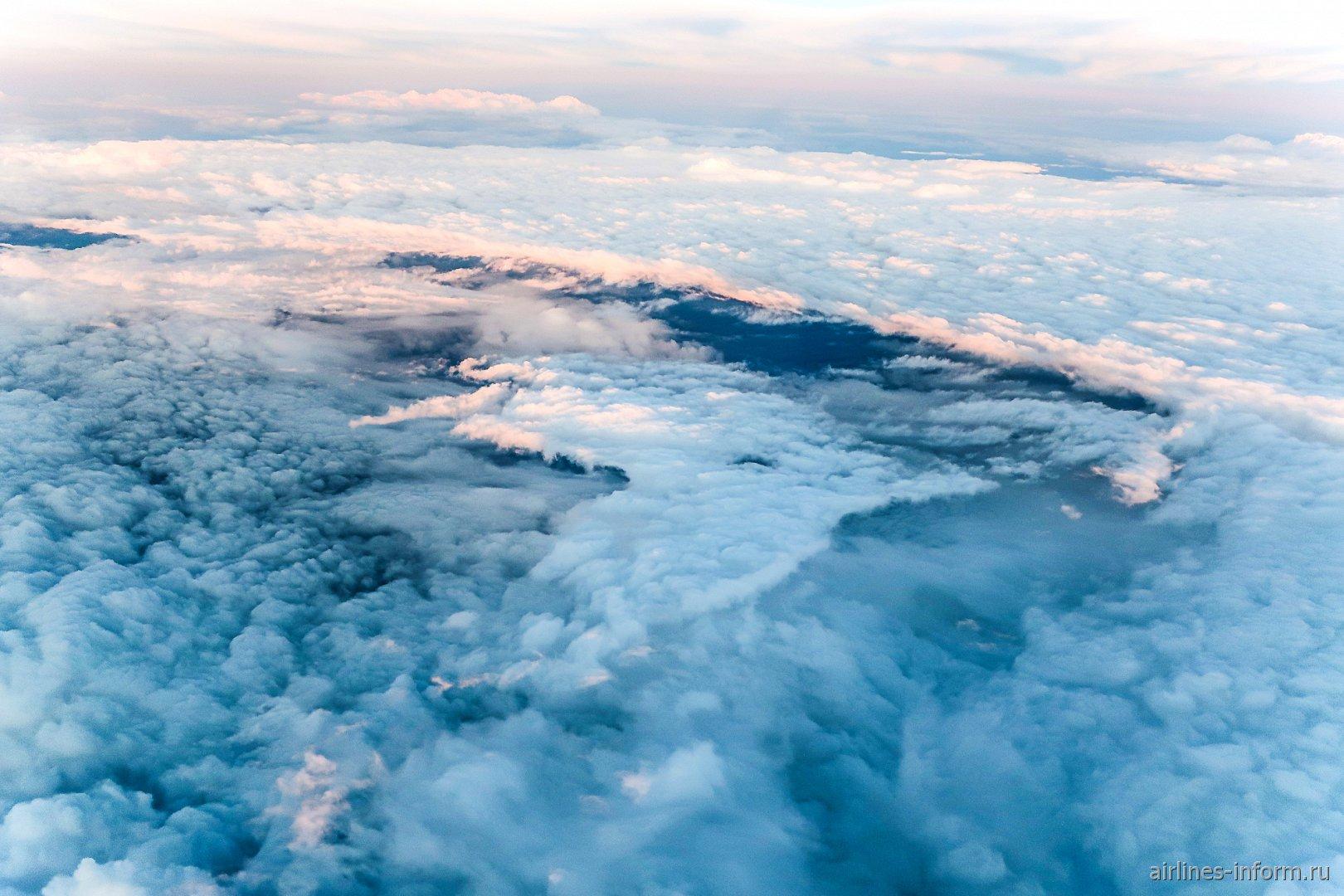 Слои облаков над центральной частью России