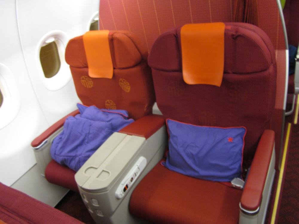 Бизнес-класс в самолете Airbus A320 авиакомпании HongKong Airlines