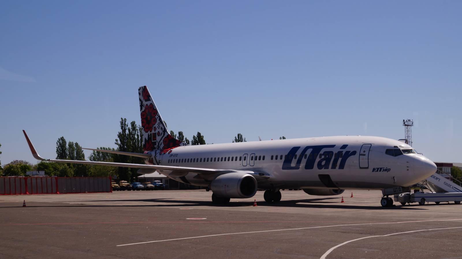 """Боинг-737-800 авиакомпании """"ЮТэйр Украина"""" в аэропорту Одессы"""
