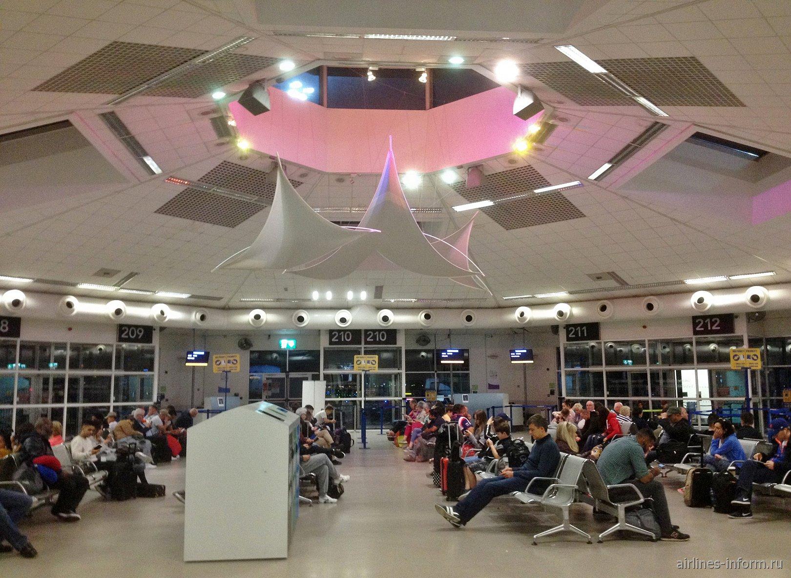 Центральные выходы на посадку в терминале 1 аэропорта Дублин