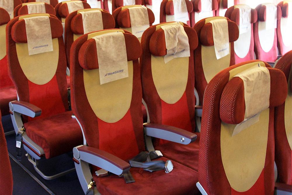 Кресла экономического класса самолета Боинг-777-300 авиакомпании Трансаэро