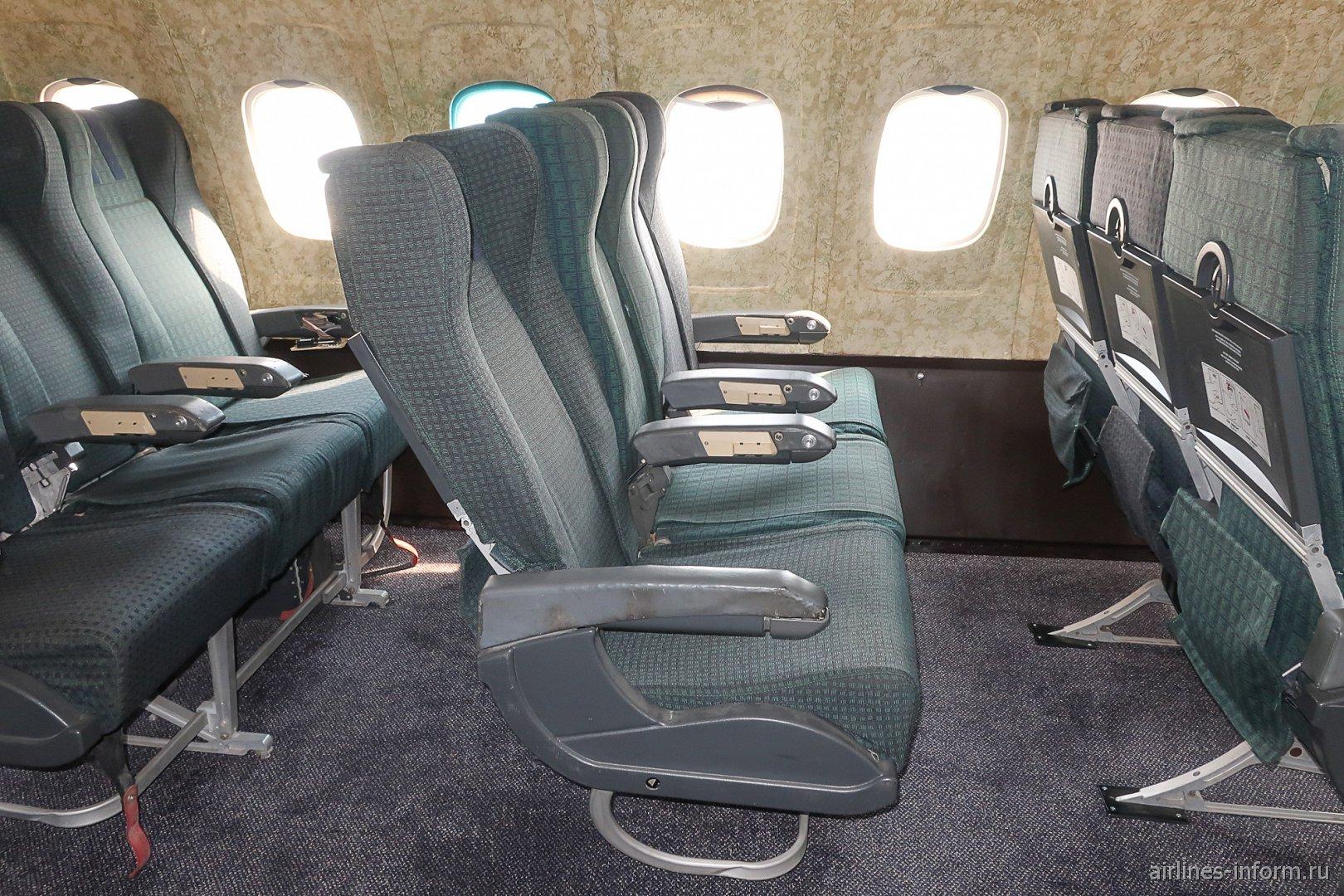 """Пассажирские кресла в самолете Ту-154Б-2 болгарской авиакомпании """"Балкан"""""""