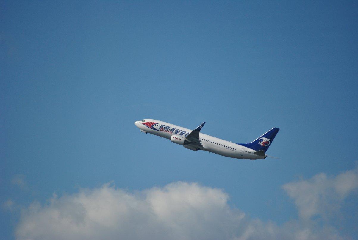 Боинг-737-800 авиакомпании Travel Service взлетает в аэропорту Шереметьево