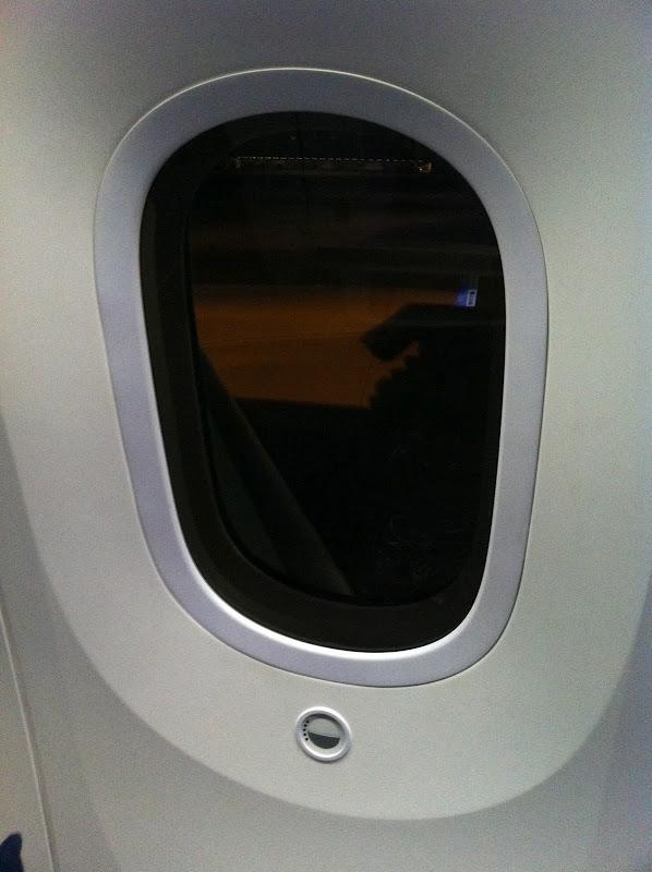 Иллюминатор в самолете Боинг-787 авиакомпании ANA