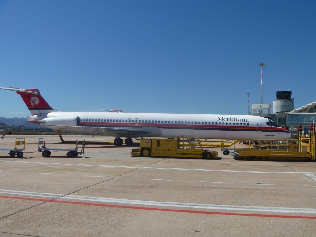 McDonnell Douglas MD-82 авиакомпании Meridiana в аэропорту Ольбия Коста Смеральда
