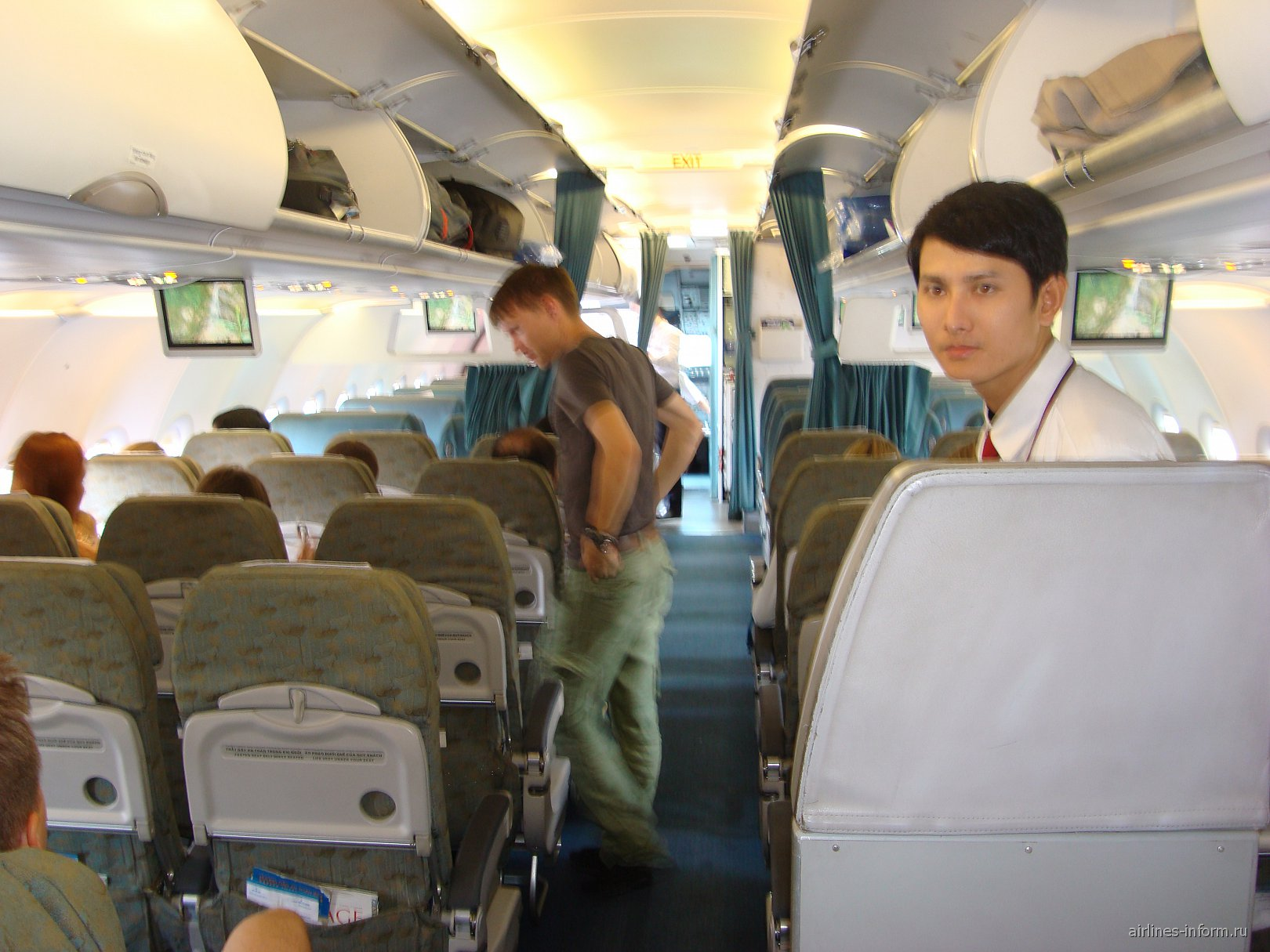В самолете Эрбас А-321 Вьетнамских авиалиний