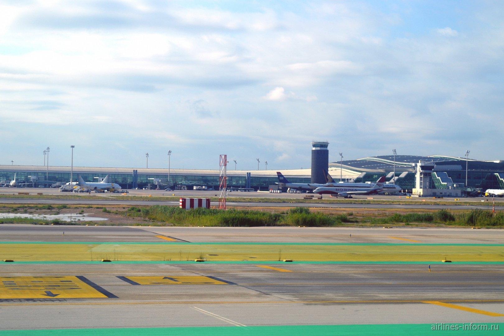 В аэропорту Эль-Прат в Барселоне