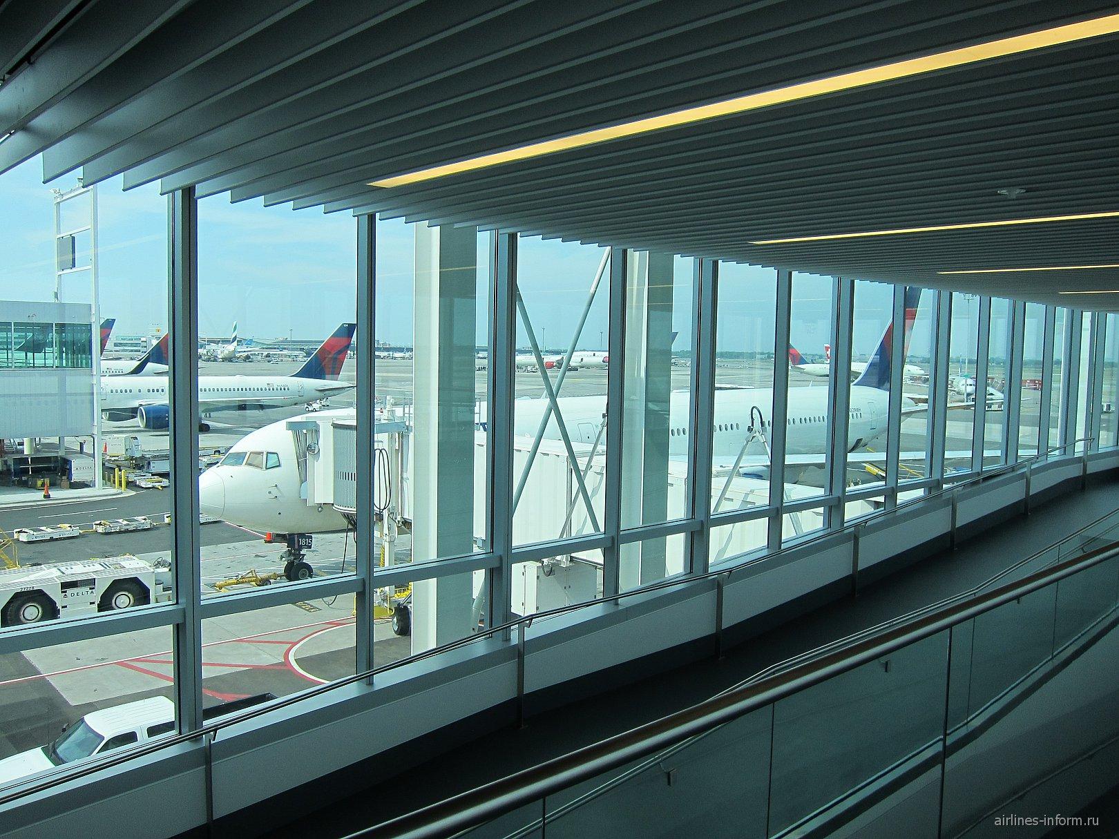 Посадка на рейс авиакомпании Delta Нью-Йорк-Москва