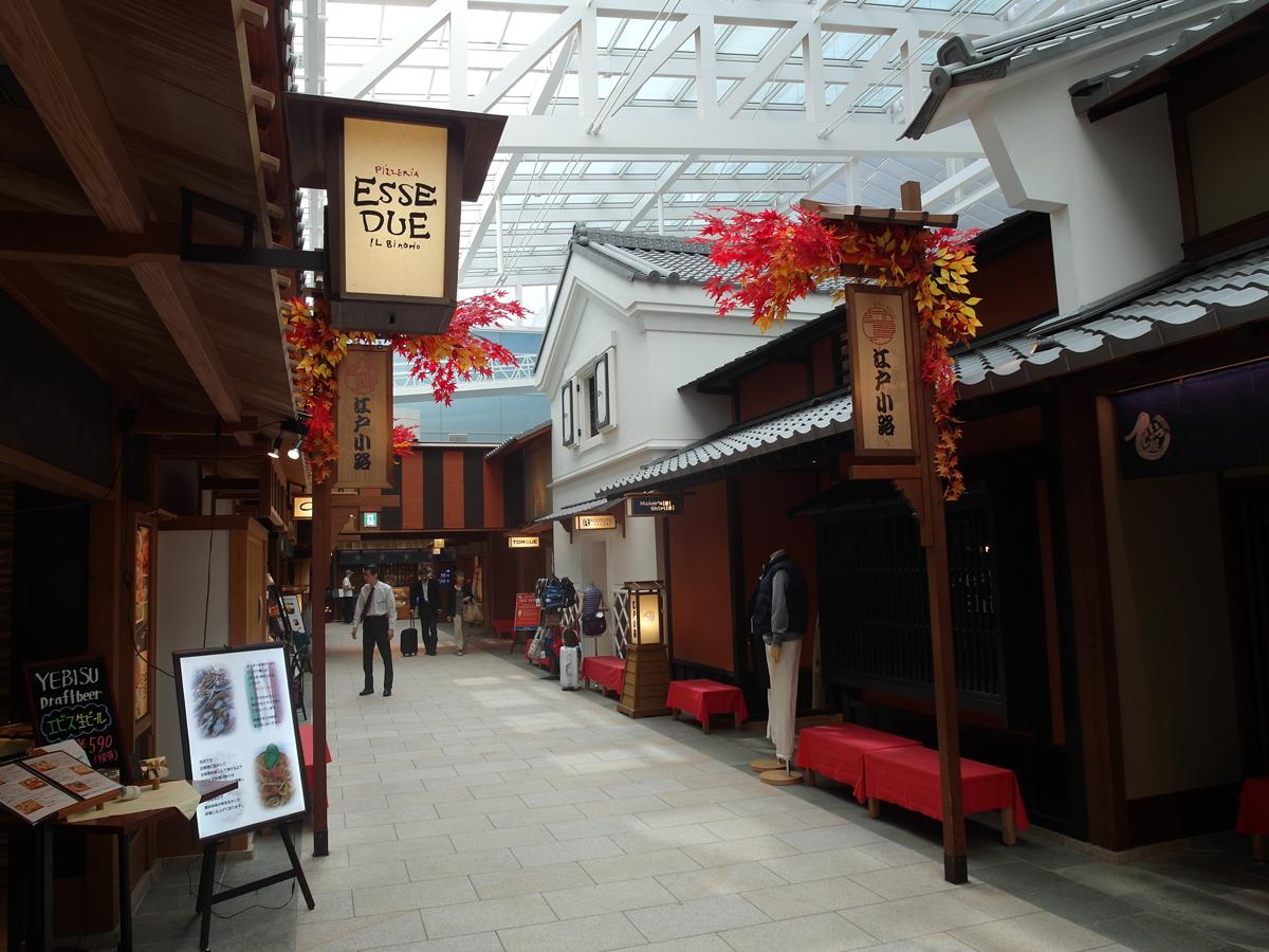 Рестораны и магазины на 4-м этаже международного терминала 1 аэропорт Токио Ханеда