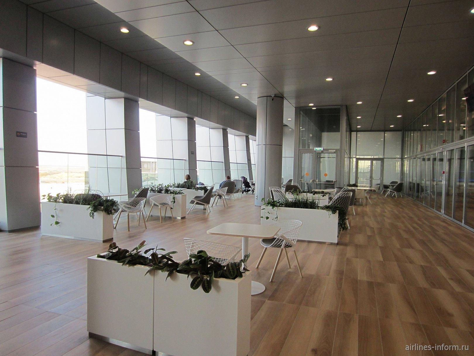 Терраса на открытом воздухе на 3-м этаже стерильной зоны аэропорта Симферополь