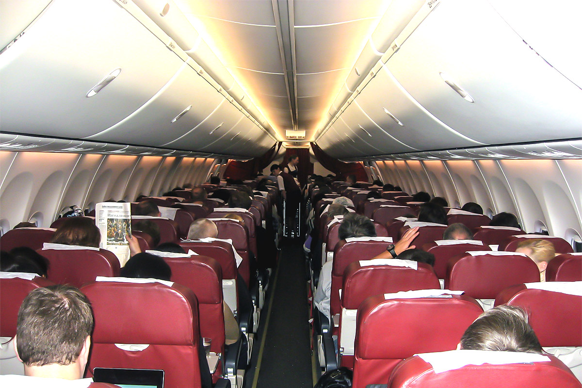 Пассажирский салон самолета Боинг-737-800 авиакомпании ЮТэйр