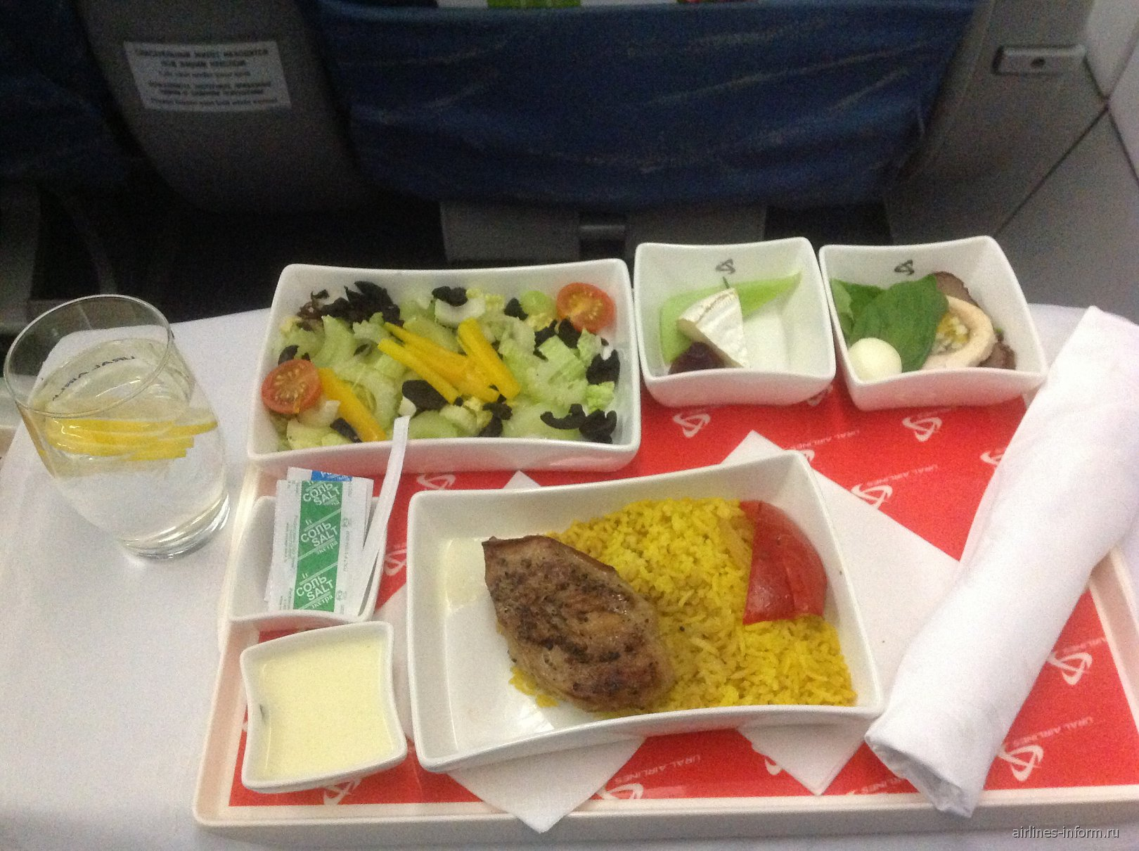 Ужин в бизнес-классе Уральских авиалиний на рейсе Москва-Иркутск