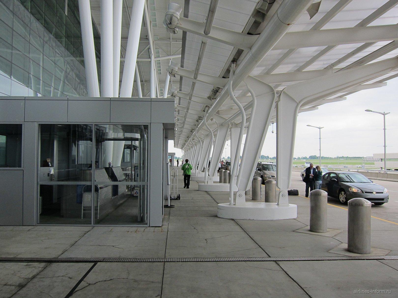 Вход в аэровокзал аэропорта Индианаполис