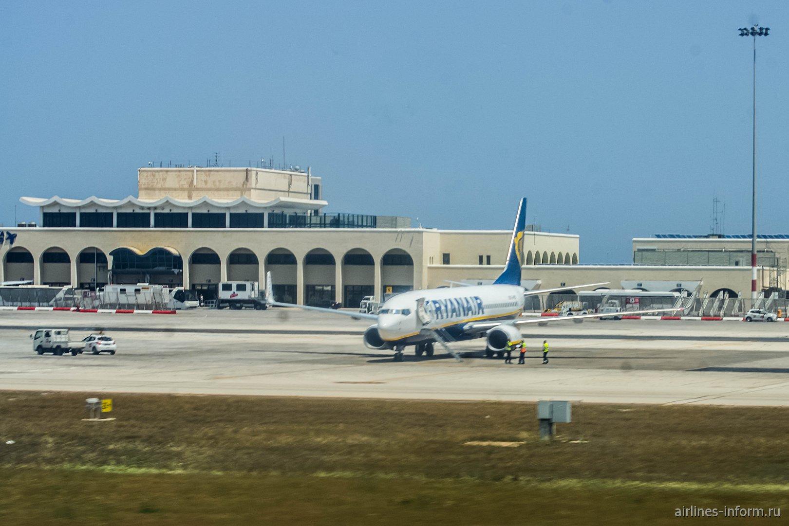 Аэровокзал аэропорта Мальта со стороны летного поля