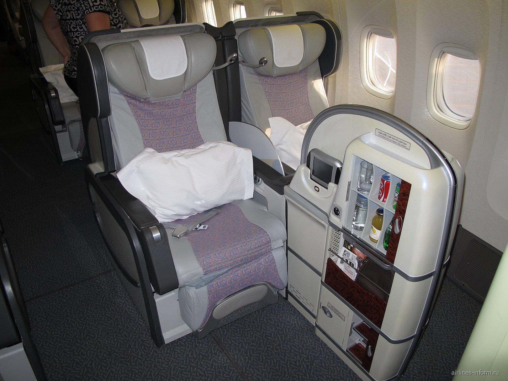 Кресла первого класса в самолете Боинг-777-300 авиакомпании Emirates