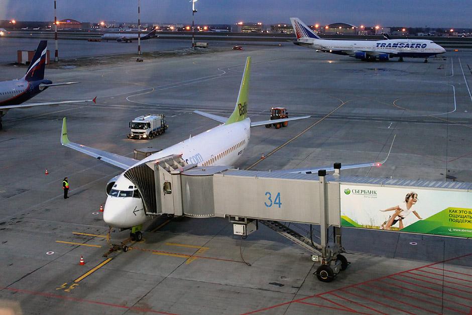 Боинг-737-300 airBaltic в аэропорту Шереметьево