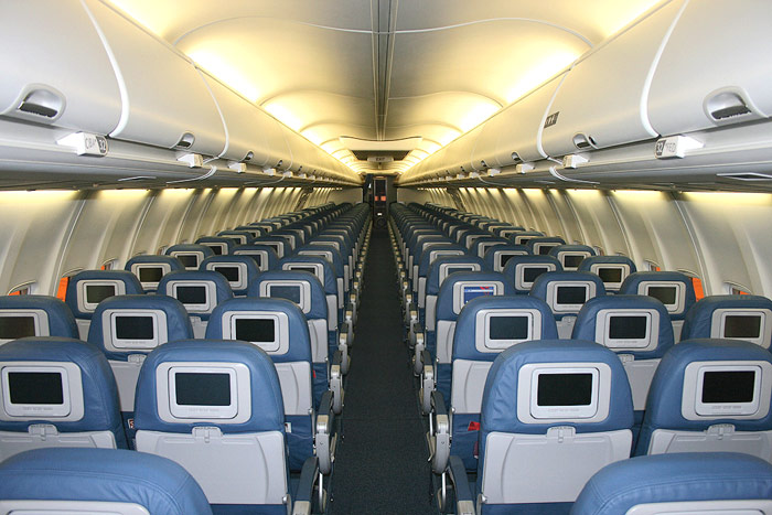 Салон самолета Боинг-737-800 авиакомпании Delta Air Lines